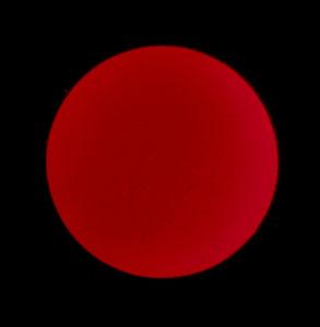 Merkuriuksen ylikulku ja auringonpurkauksia h-alfa-aallonpituudella Kuva: Esa ja Anni Heikkinen