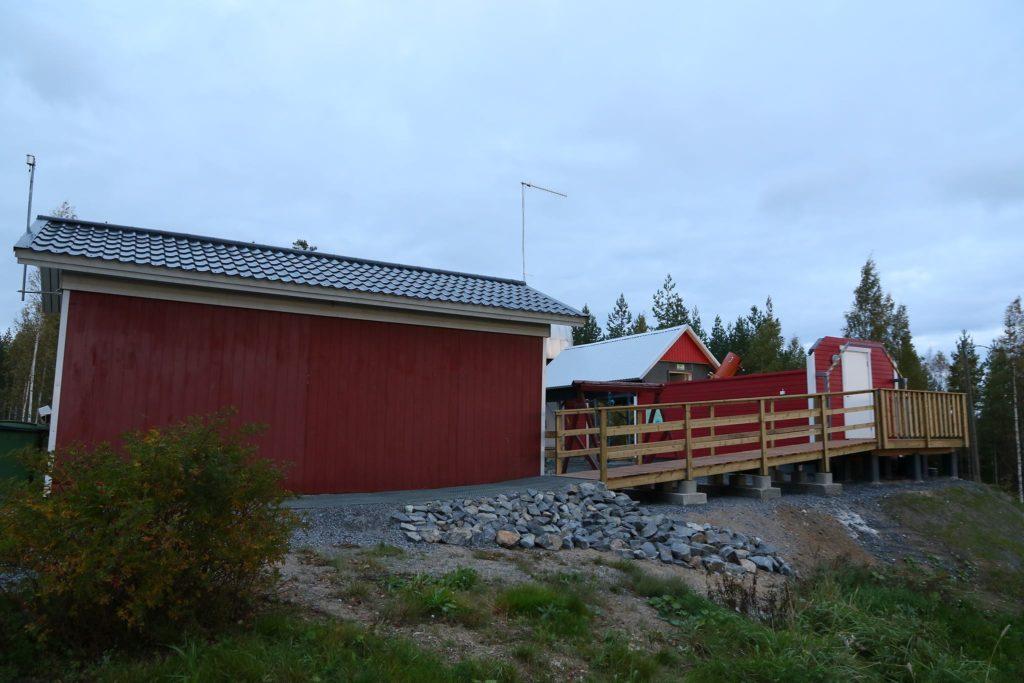 Kakkostorniin menevä pyörätuoliramppi. Kuva: Esa Heikkinen.